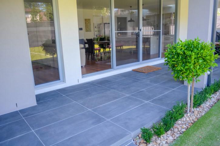 Bluestone premium cat paw sawn 450 grit tiles pavers front for Bluestone front porch